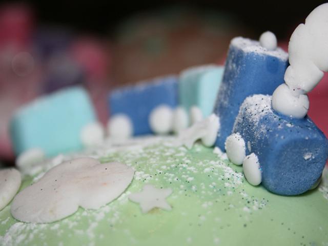 Lokomotive auf Cupcake
